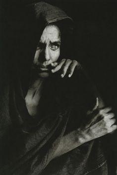 Blind Woman, Mali, by Sebastiao Salgado is a Brazilian social documentary photographer and photojournalist. We Are The World, People Of The World, Fotografia Pb, Street Photography, Portrait Photography, Poverty Photography, Urban Photography, Color Photography, Edward Weston