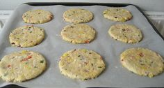 Små, farverige madbrød med majs, ost og purløg - lige til madpakken
