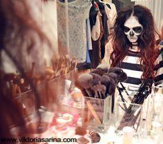 Halloween Make Up: Skull Girl Horror Makeup - red black hair {#happyhalloween}
