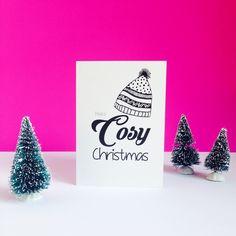 Designed by LEV - Linda de Vries. www.levties.nl | www.instagram.com/levties. Kerstkaart ontwerp 'Have a Cosy Christmas' met direct een verhuisbericht. #kerstkaart #kerst #christmascard #christmas #verhuisbericht #wenskaart #verhuiskaartje #ontwerp #graphicdesign #grafischevormgeving #drukwerk #zwartwit #minimalistisch #muts #handlettering #fonts #black #white #wit #zwart