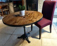 """Une nouvelle table bistrot, un touret de récup, un pied de table en fonte, plateau cerclé d'acier et le """"touret joué !"""""""