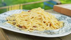 Pasta carbonara - easy snacks and foods - Carbonara Recept, Pasta Carbonara, Easy Snacks, Parmesan, Pasta Recipes, Spaghetti, Ethnic Recipes, Foods, Rice