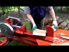 Snelle Houtklover - YouTube Log Splitter, Log Holder, Firewood, Outdoor Power Equipment, Woodworking Projects, Outdoor Decor, Chainsaw, Furniture Ideas, Youtube