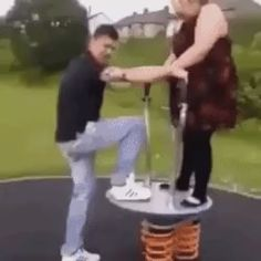 Funny photos,humor and GIFs Funny Walk, Haha Funny, Hilarious, Funny Video Memes, Funny Videos, Funny Gifs, Funny Kid Fails, Challenges Funny, Flying With A Baby