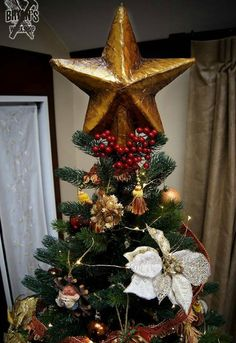 Diy christmas tree topper , christmas decorations, crafts, home maintenance repairs, ponds water Cheap Christmas Trees, Vintage Christmas Tree Toppers, Christmas Topper, Christmas Tree Branches, Mini Christmas Tree, Christmas Time, Christmas Crafts, Christmas Ideas, Christmas Stuff