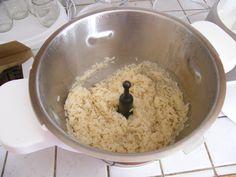 Alors j'ai vu la recette du risotto ... moi je veux juste cuire du riz pour accompagner mon poisson. Bien je me suis lancée au &pif&, et résultat impeccable. Une cuillère d'huile 2 verres de riz 4 verres d'eau (le double, si vous mettez plus de riz, faire...
