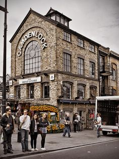 ABC School is located in the amazing city of London. Come and discover great areas like Camden Town.