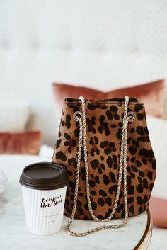 Fashion Quotes : Picture Description Love a leopard print bucket bag, leopard print bag is a staple, mini bucket bag . 👛 bags purses bagsandpurses homedecor home fashion fashiondesign handbags handmade Diy Bags Purses, Cute Purses, Purses And Handbags, Cheap Purses, Cheap Handbags, Leather Handbags, Purses Boho, Trendy Purses, Popular Handbags