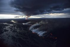 """earthporn-org: """" Iceland's Bardarbunga volcano ongoing eruption over the Holuhraun lava field- Photo by Orvar Atli Porgeirsson """" Lava, Places Around The World, Around The Worlds, Vegas, World Images, Nature Photos, Amazing Nature, The Great Outdoors, Nature Photography"""