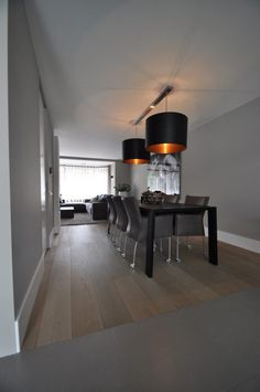 Luxe en warmte - Hoog ■ Exclusieve woon- en tuin inspiratie. Lavander, Decoration, Living Room Designs, Paint Colors, Dining Table, Colours, Flooring, Interior, House