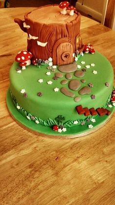 Woodland Fairy House Cake I made this for my daughter's first birthday. Cake was egg-free, dairy-free and soya-free! Fairy House Cake, Fairy Garden Cake, Garden Cakes, Fairy Cakes, Fairy Birthday Cake, 3rd Birthday Cakes, Woodland Fairy Cake, Woodland Party, Fondant Cakes