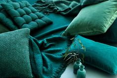 Swedish decorator Dennis Valencia feels the color very well and this allows him to create such unusual multilayer color combinations in his works. Not ✌Pufikhomes - source of home inspiration Deep Teal, Teal Blue, Aqua, Colour Schemes, Color Trends, Design Trends, Pantone, Aw17 Trends, H & M Home
