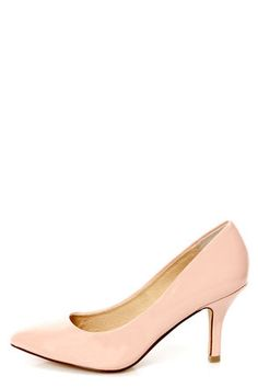 Check it out from Lulus.com! If your area of expertise is rockin' adorable shoes, then show off those skills in the Chinese Laundry Area Patent Peachy Creme Pointed Pumps! Faux patent leather in light peachy pink cuts a sleek silhouette with a pointed toe and classic court shoe charm. 3.5