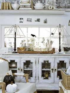 Halloween Black and White Decoration - http://www.cozybliss.com/halloween-black-and-white-decoration/