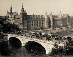 Le pont au change et la conciergerie en 1900 #1900 #paris #conciergerie #pontauchange #oldparis #vieuxparis #france #noiretblanc #seine #seineriver #agenceimmobiliereparis #parisdisparu #immobilier #immobilierparis