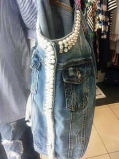 in vetrina .... jeans €39.00 camicia €21,00 giubbino €45,00 @swagstoreitaly #swagstoretimodellalavita #originalswagstore #swagstore #swag swagstore.it