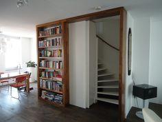 Boekenkast In Woonkamer : Bruine woonkamer met boekenkast stock illustratie illustratie