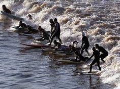 3-Pororoca na Amazônia, Brasil: acontece quando a primeira onda da maré vêm em forma de uma onda que percorre um rio contra a corrente, raros e deslumbrantes fenômenos naturais