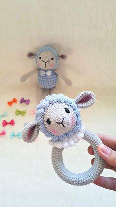 Amigurumi Popcorn Lamb Rattle Making - Newborn Crochet, Crochet Baby, Knit Crochet, Crochet Amigurumi, Crochet Toys, Baby Knitting Patterns, Crochet Patterns, Free Knitting, Newborn Toys