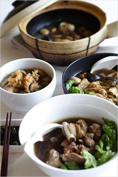 Bak Kut Teh Bak Kut Teh recipe - At the very first taste of the piping hot cuttlefish Bak Kut Teh (served in a clay pot) , I was converted right there and then. Never mind the skeptics and nay-sayers, you just don't know what you're missing. Easy Delicious Recipes, Easy Dinner Recipes, Easy Meals, Yummy Food, Healthy Recipes, Malaysian Cuisine, Malaysian Food, Malaysian Recipes, Cuttlefish Recipes