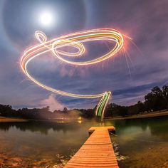 Photographer Calder Wilson has created some beautiful long-exposure photographs by attaching fireworks to his aerial drone. Photographing Fireworks, Long Exposure Photos, Fireworks Festival, Aerial Photography, Photography Lighting, Amazing Photography, Light Painting, Nature, Pictures