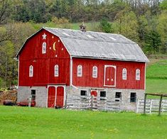 An Old Missouri barn. I would love to make this one a home!