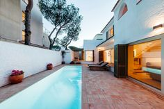 Image 1 of 22 from gallery of Holiday House in Platja d'Aro / Pepe Gascón Arquitectura. Photograph by Aitor Estévez
