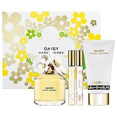 Marc Jacobs Daisy Gift Set, A sparkling floral fragrance that is original and playful, flirtatious with a sweet innocence. For the free-spirited woman who is young at heart, edgy and full of color. Eau de T. 21st Birthday Presents, Perfume Body Spray, Makeup Package, Marc Jacobs Daisy, Beauty Packaging, New Fragrances, Floral Bouquets, Sephora, Bath And Body