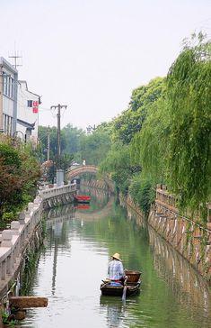 Peaceful canal ride & sing-along in Suzhou, China