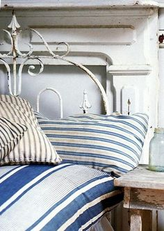 Blue and white bedding on iron bed Blue And White Bedding, Estilo Country, Country Blue, Country Living, Farmhouse Style Bedrooms, Headboard Designs, Headboard Ideas, Iron Headboard, Diy Headboards
