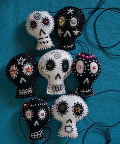 Skulls too cute..and look so easy to make