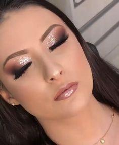 39 amazing party makeup looks to try this holiday season 00018 Bride Makeup, Glam Makeup, Eyeshadow Makeup, Makeup Tips, Hair Makeup, Makeup Goals, Makeup Ideas, Neutral Eye Makeup, Teen Makeup