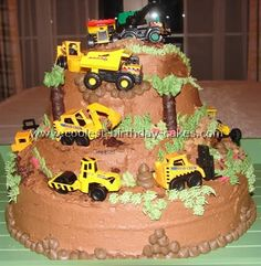 Take a look at the coolest construction birthday cakes. You'll also find loads of homemade cake ideas and DIY birthday cake inspiration. Easy Birthday Desserts, Diy Birthday Cake, 2nd Birthday, Birthday Ideas, Cupcakes, Cupcake Cakes, Construction Birthday Parties, Construction Cakes, Truck Cakes