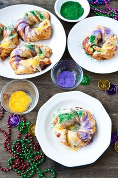 Easy Mini King Cakes: uses Pillsbury cinnamon rolls. Cute