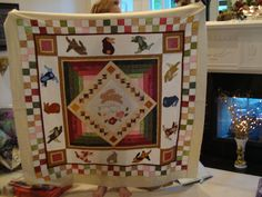 interesting setting!! Border Ideas, Happy Day, Robin, Quilting, It Is Finished, Blanket, Fat Quarters, Blankets, European Robin