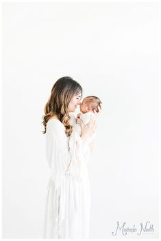 What to Wear | Newborn Session (Image by Miranda North Photography)