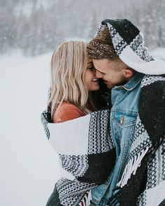 engagement photos winter - Engagement PhotosYou can find Engagement pictures and more on our website. Winter Couple Pictures, Winter Engagement Pictures, Engagement Photo Outfits, Winter Pictures, Couple Photos, Snow Photography, Couple Photography, Engagement Photography, Engagement Shots