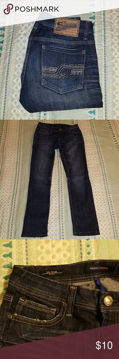 Vigoss Studio skinny jeans *Dark wash Vigoss Studio skinny jeans *Great condition; no rips or stains *Rhinestone design on back pockets *About 5 rhinestones missing; not noticeable when wearing *98% cotton, 2% spandex Vigoss Jeans Skinny