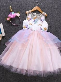 Perfect for your little unicorn princess! 👸🏿👸🏾👸🏽👸🏼👸🏻 This Unicorn Princess Tulle Dress is great for birthdays! Unicorn Princess, Princess Dress Kids, Princess Party, Unicorn Themed Birthday Party, Birthday Tutu, 5th Birthday, Birthday Ideas, Fashion Art, Unicorn Outfit