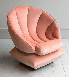 Cozy seashell chair