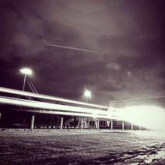 """Se estivesse que dizer algo sobre este final de semana. Poderia com toda a licensa poética a Jair Rodrigues dizer que: """"foi um trem que passou pela minha vida...""""  #leandromarinofotografia #bestoftheday #picoftheday #photooftheday #fotododia #lights #lightpainting #pintandocomaluz #issoéfotografia #epgaleria #brunaprado #riodejaneiro #brasil #errejota #errejota021 #rj #bw #bw_lover #bw_photooftheday #bwphotography #bwlightpainting #fotografiadecelular - http://ift.tt/1HQJd81"""