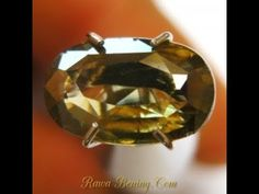 Batu Permata Exclusive Natural Zircon Yellowish Green 2.08 Carat. Diskon 50%