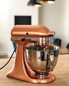 Copper Kitchenaid Mixer - ParisLovesPastry.com Copper Kitchen Aid, Rose Gold Kitchen, Kitchen Aid Mixer, Copper Kitchenaid Mixer, Kitchenaid Mixer Colors, Kitchenaid Artisan, Copper Appliances, Kitchen Appliance Storage, Rustic Kitchen Decor