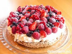 Almond base with cream and berries. A classic! Pudding Desserts, Let Them Eat Cake, No Bake Cake, Scones, Granola, Mousse, Dairy Free, Almond, Sweet Treats