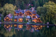 Breathtaking Montana Mansion Featured on the Front Cover of Issue 2.5!
