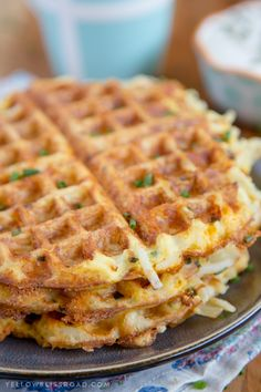 These easy, cheesy hash brown waffles are just the hack you need to simplify your breakfast routine! Who doesn't love a quick and easy breakfast? These easy, cheesy hash brown waffles are just the hack you need to simplify your breakfast routine! Breakfast Hotel, Breakfast Dishes, Breakfast Recipes, Breakfast Potatoes, Breakfast Waffles, Breakfast Sandwiches, Vegetarian Breakfast Casserole, Kid Breakfast, Breakfast Quesadilla