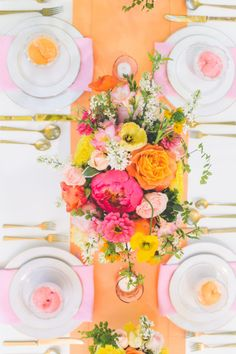 Happy & bright table: http://www.stylemepretty.com/2014/08/11/bright-love-in-bloom-wedding-inspiration/ | Photography: Paper Antler - http://paperantler.com/