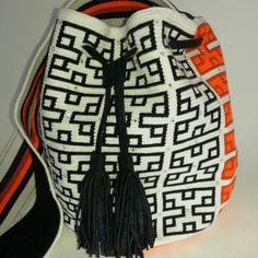 #wayuu #handmade #luxury #ethnic #swarovsky #fashion #mochila #leather #jessicastrelec