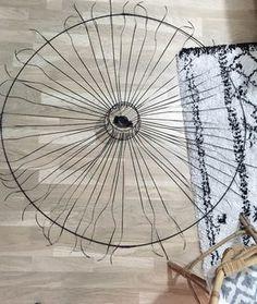 Un DIY suspension vertigo ? Non, mais un DIY suspension aérienne, oui ! Je vous propose un nouveau DIY pour réaliser un objet design pour pas cher.