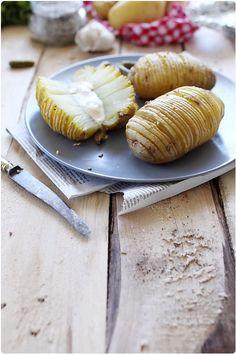 Éventail de pommes de terre à l'ail et à la fleur de sel